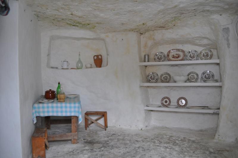 Villaggio Ipogeo, interno
